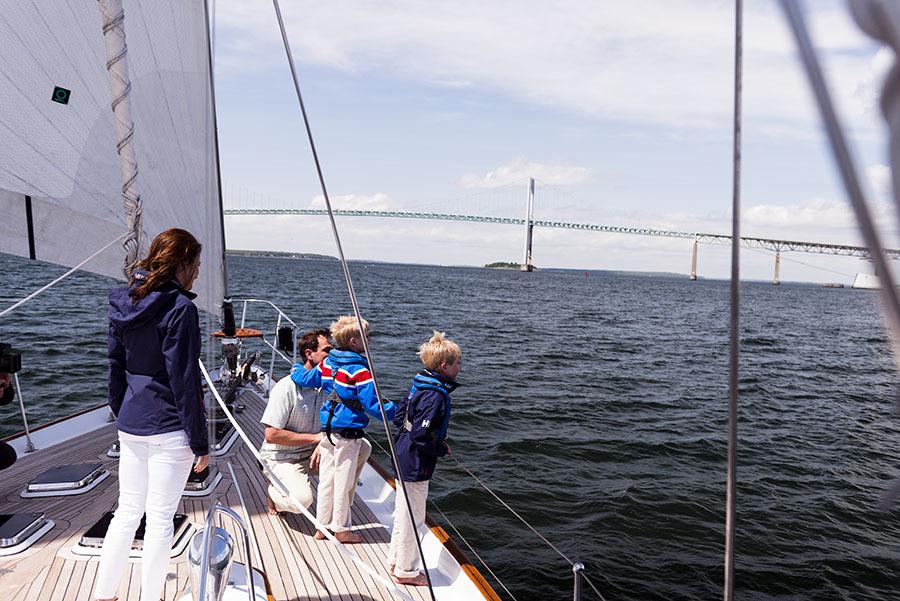 Vitorlázni gyermekünkkel: 3 módszer, hogy biztosan visszajöjjön a fedélzetre!